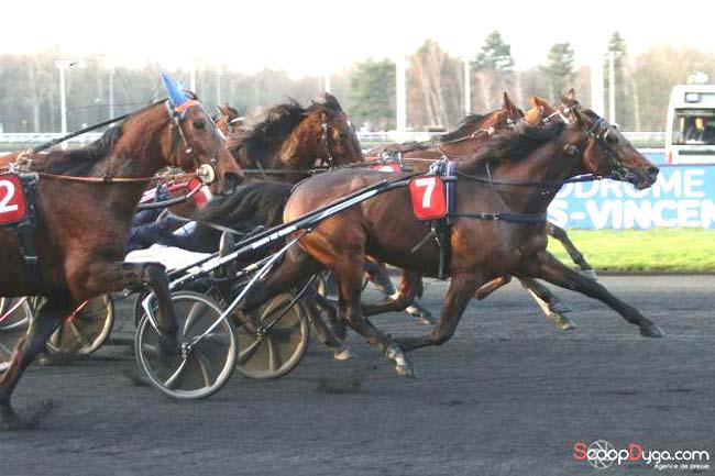 Couplé gagnant ! Victoire de Valokaja Hindo devant Dorgos de Guez