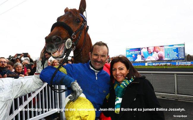 Anne Hidalgo en compagnie des vainqueurs  Jean-Michel Bazire et sa jument Bélina Josselyn.